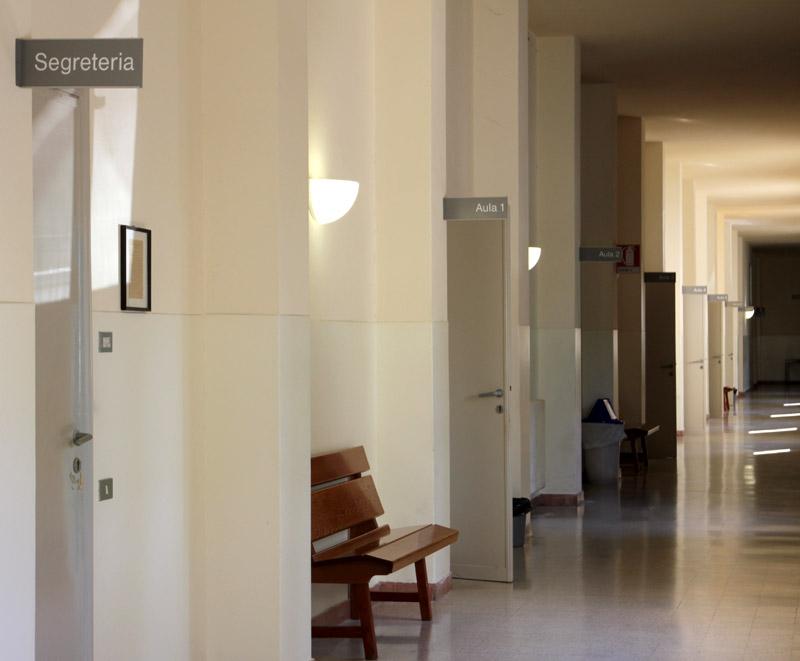 Seminario Arcivescovile di Fermo, corridoio dell'istituto Teologico